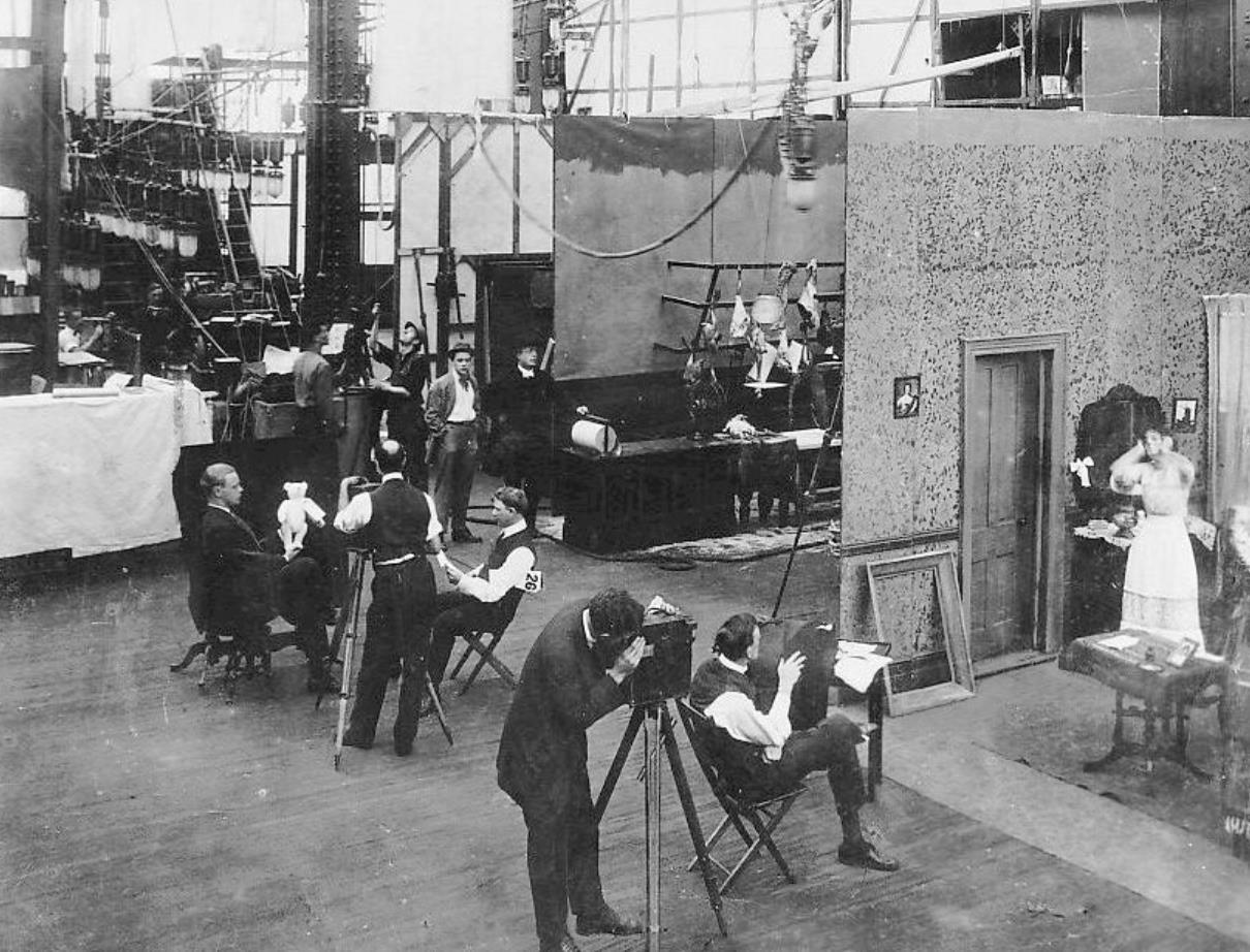 Dreharbeiten in den New Yorker Edison-Studios, um 1908